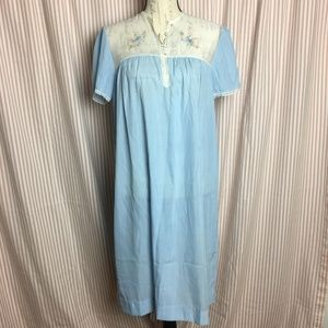 Vintage Barbizon Embroidered Nightgown Size M NWT
